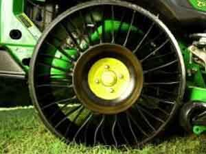 "Il nuovo ""Michelin X Tweel Turf"" in esclusiva per le falciatrici John Deere ZTrak Serie 900"
