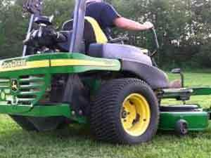 John Deere 777 72 Zero Turn in opera