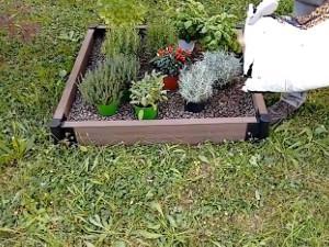 Creare un angolo fiorito sul terrazzo o in giardino con la bordura modulare
