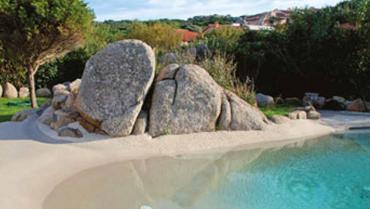 La piscina ecosostenibile in pietra
