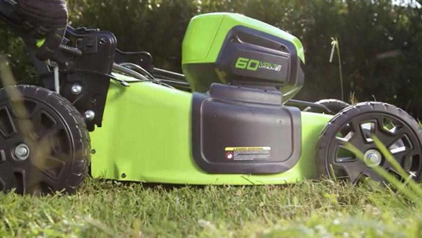 Tagliaerba a batteria da 60 V con motore brushless