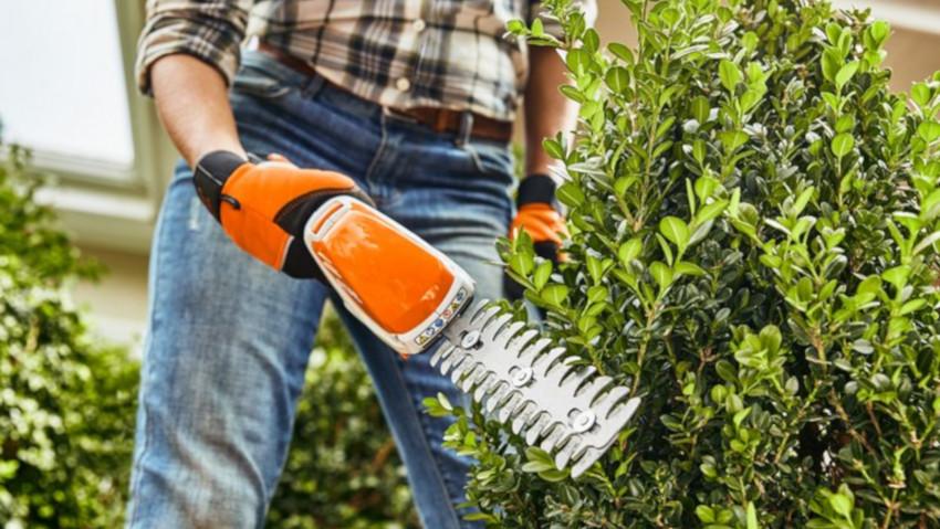 Rifinitore per erba e cespugli a batteria