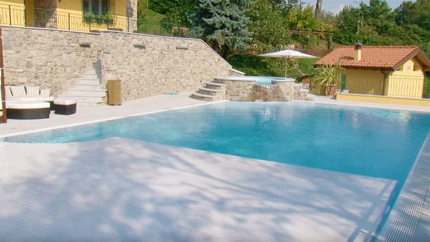 Come proteggere la piscina con la copertura a tapparella