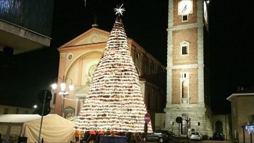 L'albero di Natale realizzato in Tetrapack