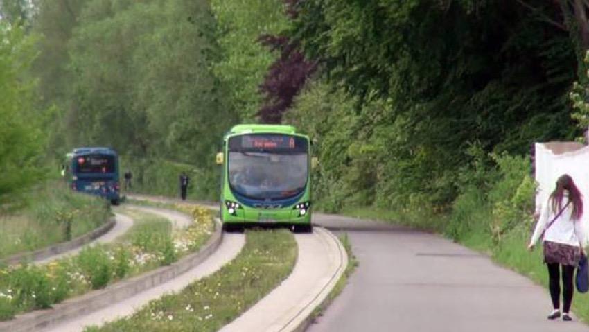 Corsia preferenziale bus affiancata da piste ciclabili